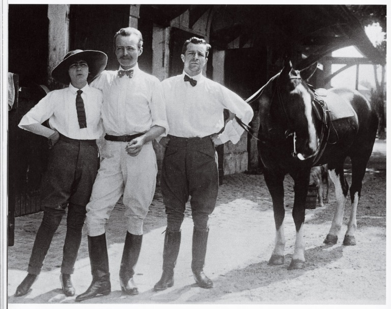 000---Gabrielle-Chanel-L+®on-de-Laborde-and-Etienne-Balsan-at-the-Royallieu-stables-around-1909-®Quitterie-Temp+®