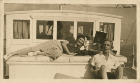 011 - Gabrielle Chanel and Roussy Sert on a boat circa 1935-�Photo D.R.
